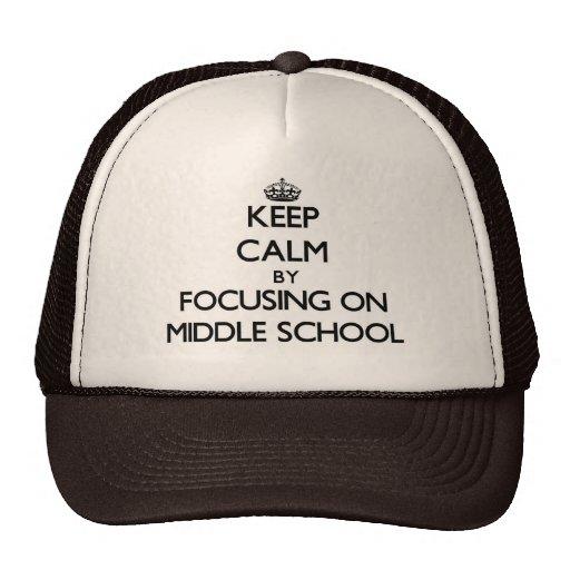 Guarde la calma centrándose en la escuela secundar gorro de camionero