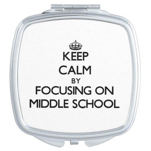 Guarde la calma centrándose en la escuela secundar espejos maquillaje