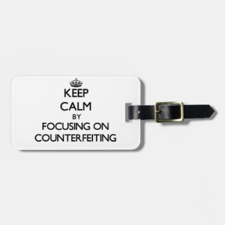 Guarde la calma centrándose en la falsificación etiquetas de maletas