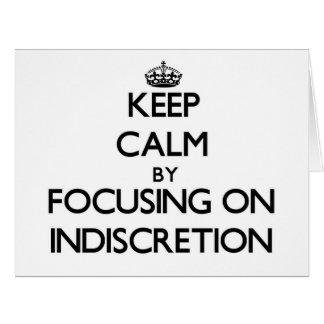 Guarde la calma centrándose en la indiscreción tarjeta de felicitación grande