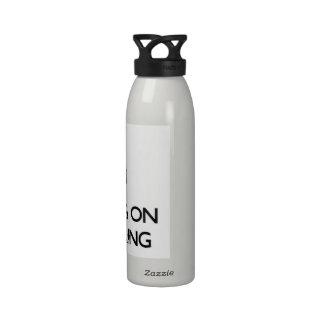 Guarde la calma centrándose en la ingeniería botella de beber