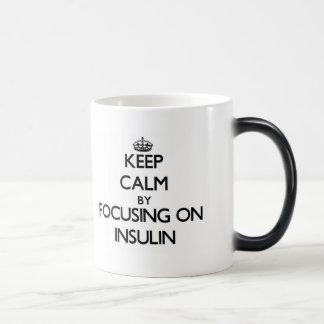 Guarde la calma centrándose en la insulina taza de café