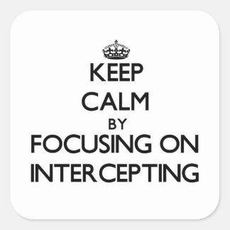 Guarde la calma centrándose en la interceptación calcomanías cuadradas