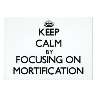 Guarde la calma centrándose en la mortificación invitación 12,7 x 17,8 cm