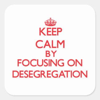 Guarde la calma centrándose en la no segregación pegatina cuadradas personalizadas