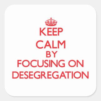 Guarde la calma centrándose en la no segregación pegatina cuadrada