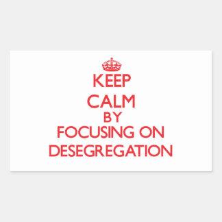 Guarde la calma centrándose en la no segregación pegatina rectangular