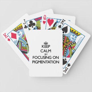 Guarde la calma centrándose en la pigmentación barajas de cartas