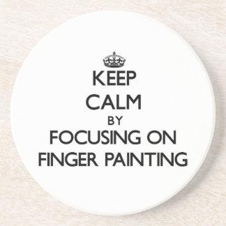 Guarde la calma centrándose en la pintura de dedo posavasos personalizados