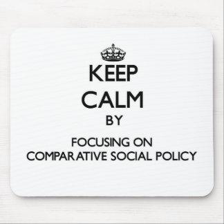 Guarde la calma centrándose en la política social mouse pad