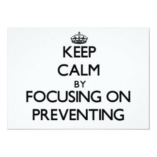 Guarde la calma centrándose en la prevención invitación 12,7 x 17,8 cm