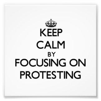 Guarde la calma centrándose en la protesta