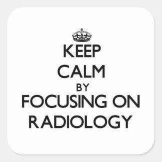Guarde la calma centrándose en la radiología pegatina cuadrada