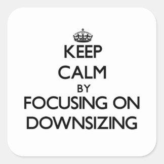 Guarde la calma centrándose en la reducción de la calcomanías cuadradass personalizadas