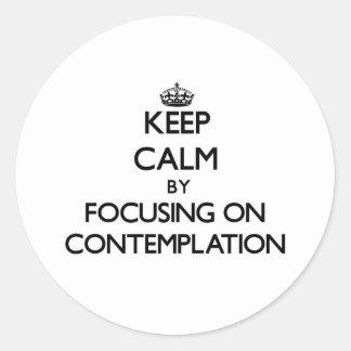 Guarde la calma centrándose en la reflexión pegatinas redondas