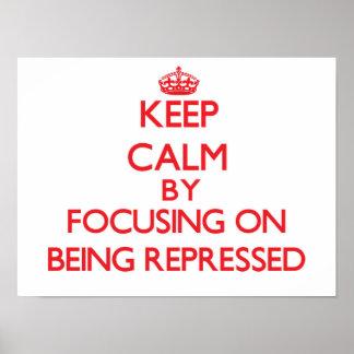 Guarde la calma centrándose en la represión poster