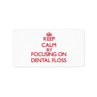 Guarde la calma centrándose en la seda dental etiqueta de dirección