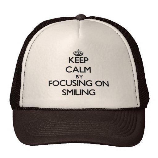 Guarde la calma centrándose en la sonrisa gorros bordados