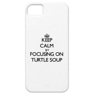 Guarde la calma centrándose en la sopa de tortuga iPhone 5 Case-Mate fundas