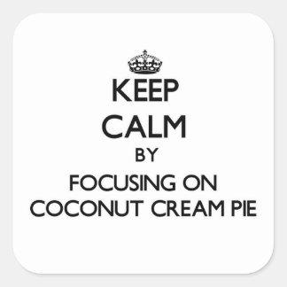 Guarde la calma centrándose en la tarta de crema pegatina cuadrada