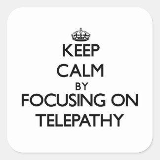 Guarde la calma centrándose en la telepatía calcomanía cuadradas personalizada