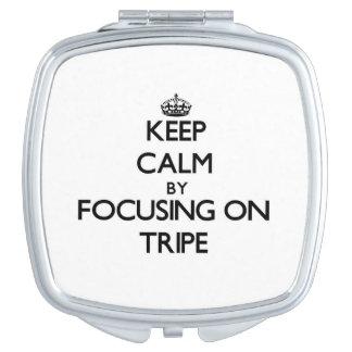 Guarde la calma centrándose en la tripa espejo compacto