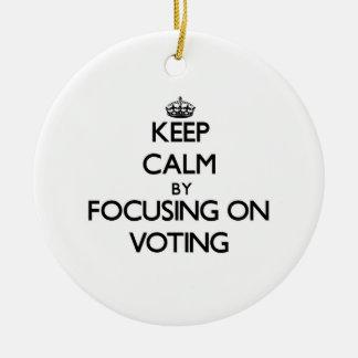 Guarde la calma centrándose en la votación ornamento para reyes magos