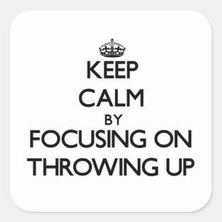 Guarde la calma centrándose en lanzar para arriba pegatina cuadrada