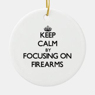 Guarde la calma centrándose en las armas de fuego ornamentos de reyes magos