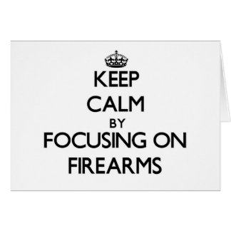 Guarde la calma centrándose en las armas de fuego tarjeta pequeña