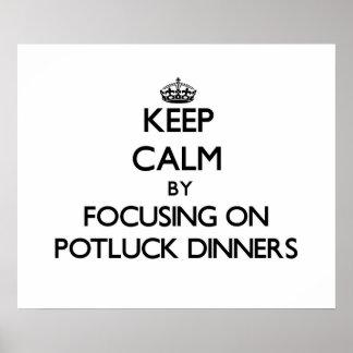 Guarde la calma centrándose en las cenas de Potluc Posters