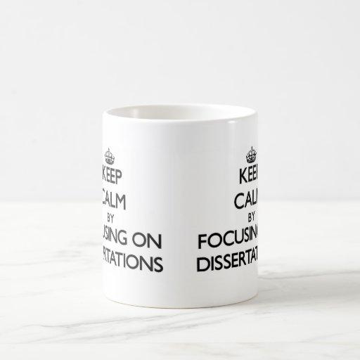 Guarde la calma centrándose en las disertaciones tazas de café