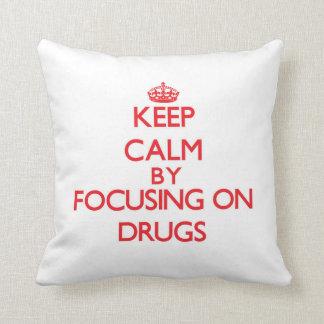 Guarde la calma centrándose en las drogas cojin