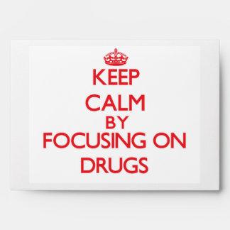 Guarde la calma centrándose en las drogas