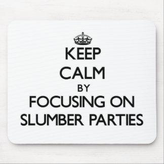 Guarde la calma centrándose en las fiestas de alfombrilla de ratón
