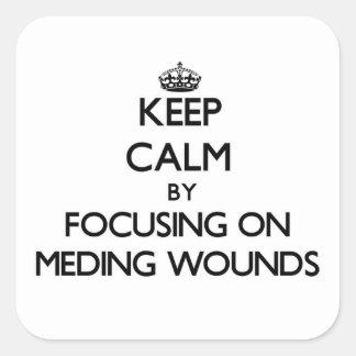 Guarde la calma centrándose en las heridas de pegatina cuadrada