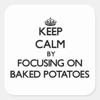 Guarde la calma centrándose en las patatas Baked Pegatina Cuadrada