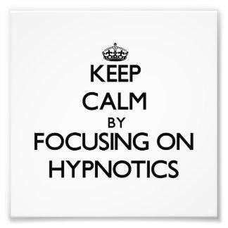 Guarde la calma centrándose en las personas hipnot