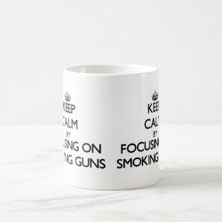 Guarde la calma centrándose en las pruebas claras taza