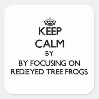 Guarde la calma centrándose en las ranas arbóreas pegatina cuadrada