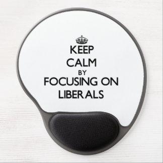 Guarde la calma centrándose en liberales alfombrilla con gel