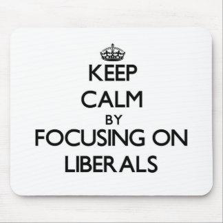 Guarde la calma centrándose en liberales tapete de raton