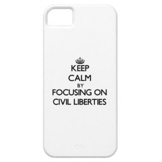Guarde la calma centrándose en libertades civiles iPhone 5 Case-Mate protectores