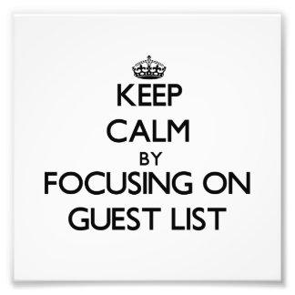 Guarde la calma centrándose en lista de la huésped