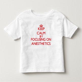 Guarde la calma centrándose en los anestésicos t-shirts