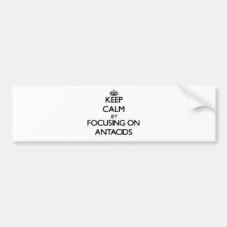 Guarde la calma centrándose en los antiacidos etiqueta de parachoque