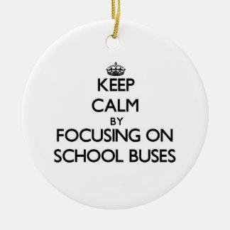 Guarde la calma centrándose en los autobuses ornamentos de reyes