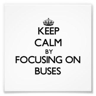 Guarde la calma centrándose en los autobuses fotografias
