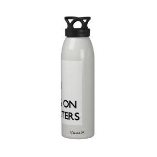 Guarde la calma centrándose en los carteles de pel botellas de beber