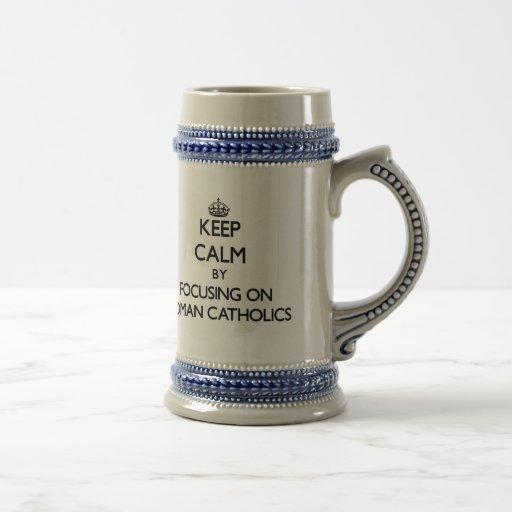 Guarde la calma centrándose en los católicos roman tazas de café